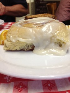 Ellen's Pancake House Cinnamon roll