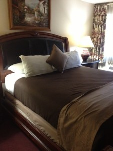O'Cairns Inn and Suites Bed