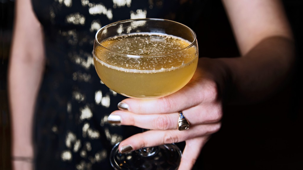 Hero-NYE-Cocktail-Party-Apple-Brandy-Nutmeg-Champagne-Toast-Sparkling-Wine-Sparklers-New-Years-Celebrate-Holidays-Cocktail-Recipes-Entertaining-New-Years